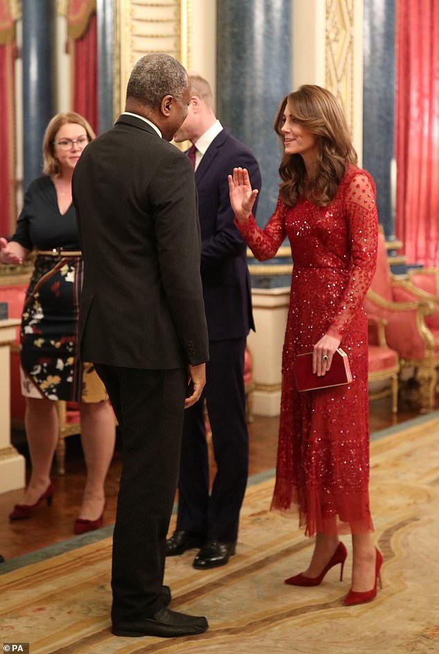 Trong khi em dâu lúng túng chăm sóc con, Công nương Kate tỏa sáng như nữ thần trong sự kiện mới nhất - Ảnh 3.