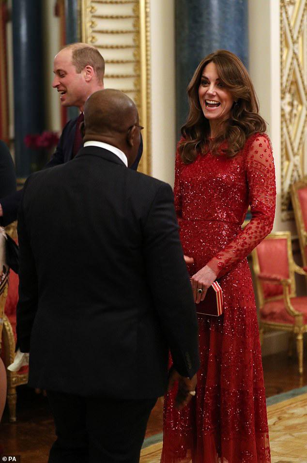 Trong khi em dâu lúng túng chăm sóc con, Công nương Kate tỏa sáng như nữ thần trong sự kiện mới nhất - Ảnh 1.