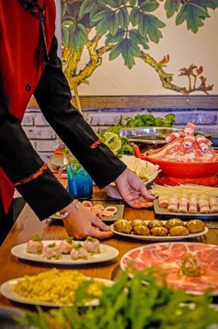 Wucheng Hotpot – Giữa xứ ngàn hoa đắm chìm trong món lẩu Đài Loan - Ảnh 5.