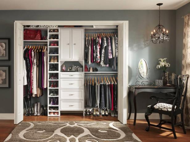 8 ý tưởng tiết kiệm khi bạn không có nơi nào để đặt hay mua một chiếc tủ quần áo - Ảnh 1.
