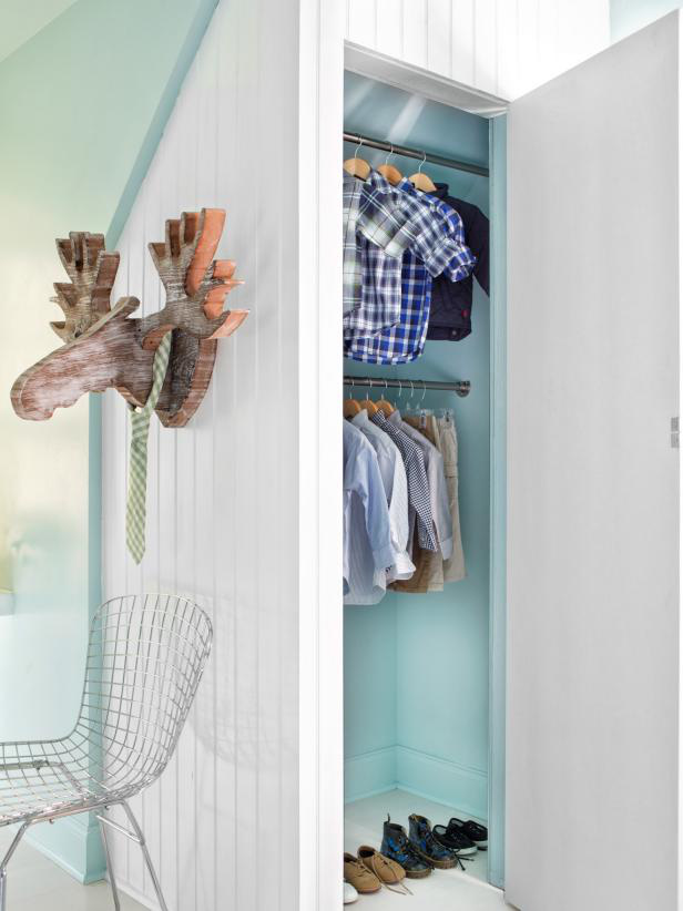8 ý tưởng tiết kiệm khi bạn không có nơi nào để đặt hay mua một chiếc tủ quần áo - Ảnh 8.