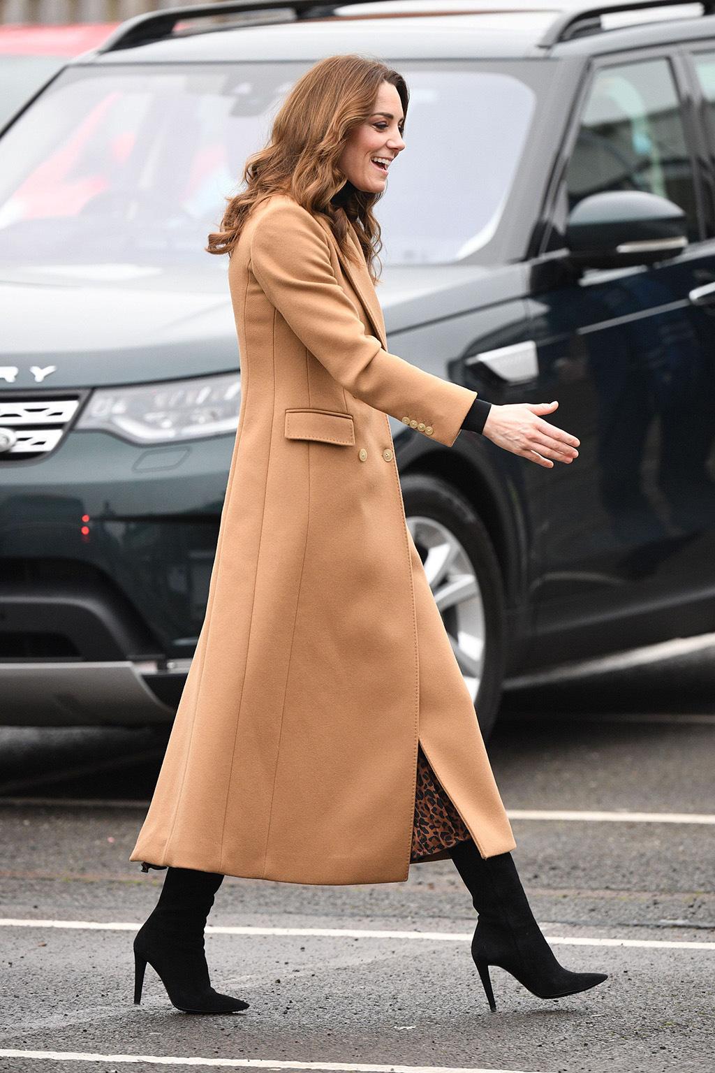 """Chẳng ngờ phía sau set đồ tưởng chừng giản dị của Công nương Kate Middleton lại """"chất chơi"""" nhường vậy - Ảnh 6."""