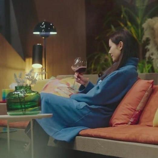 """Son Ye Jin từ """"gái quê"""" quay lại tiểu thư nhà tài phiệt, chỉ riêng giá chiếc áo ngủ mặc nhà cũng đủ gây trầm trồ - Ảnh 2."""