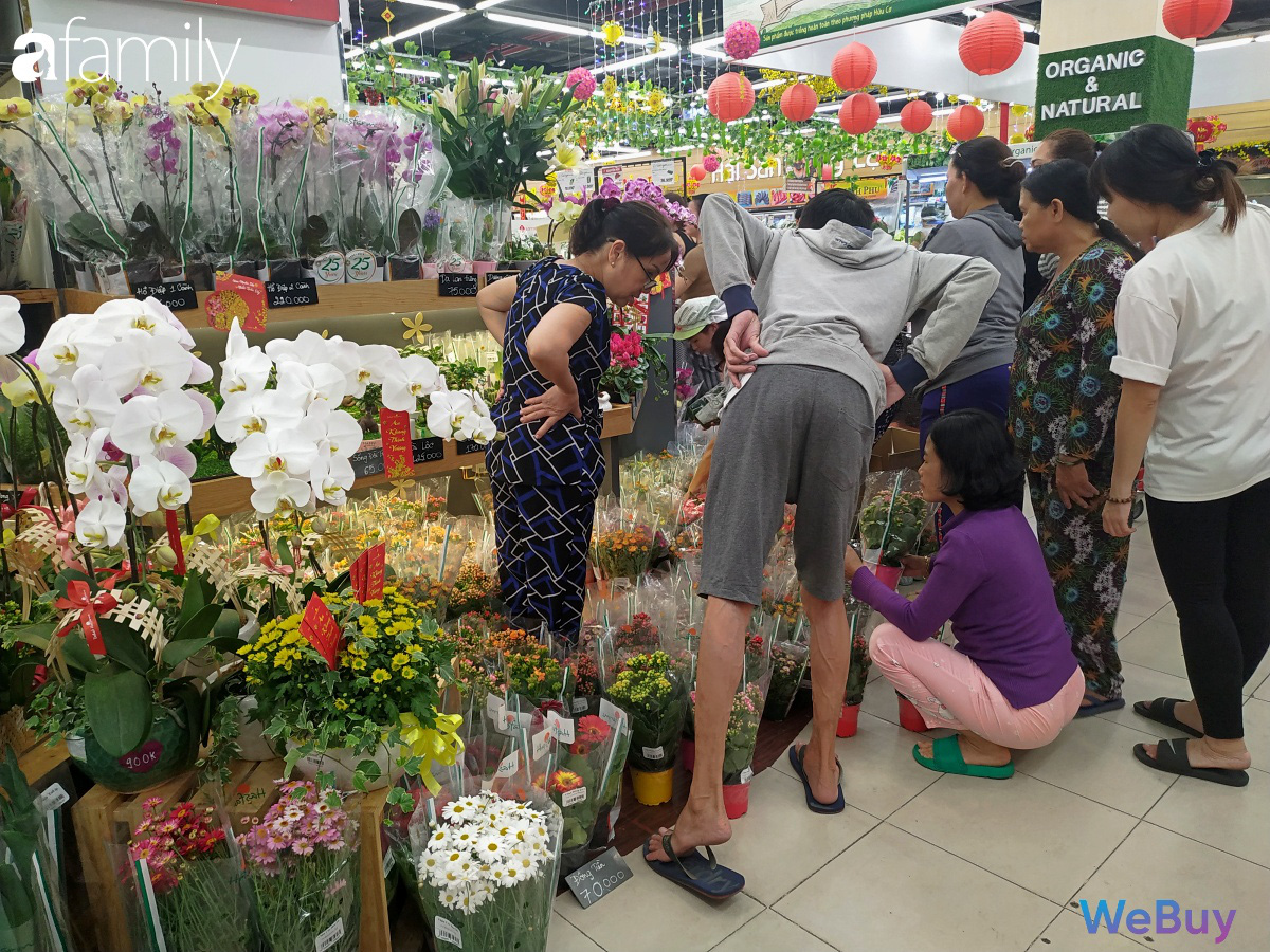 Sát Tết, siêu thị Sài Gòn đã bớt cảnh chen chúc, hàng hóa đồng loạt sale up to 50% - Ảnh 9.