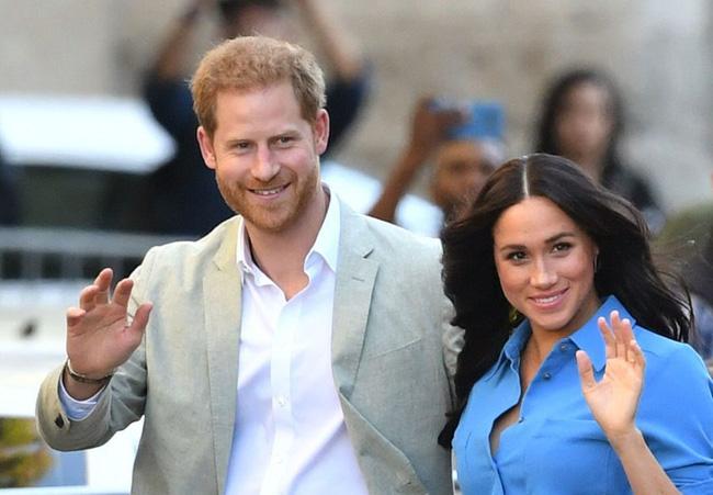 """Meghan Markle tiếp tục bôi nhọ gia đình chồng trong khi Công nương Kate lại có """"nước cờ"""" cao tay hơn - Ảnh 1."""