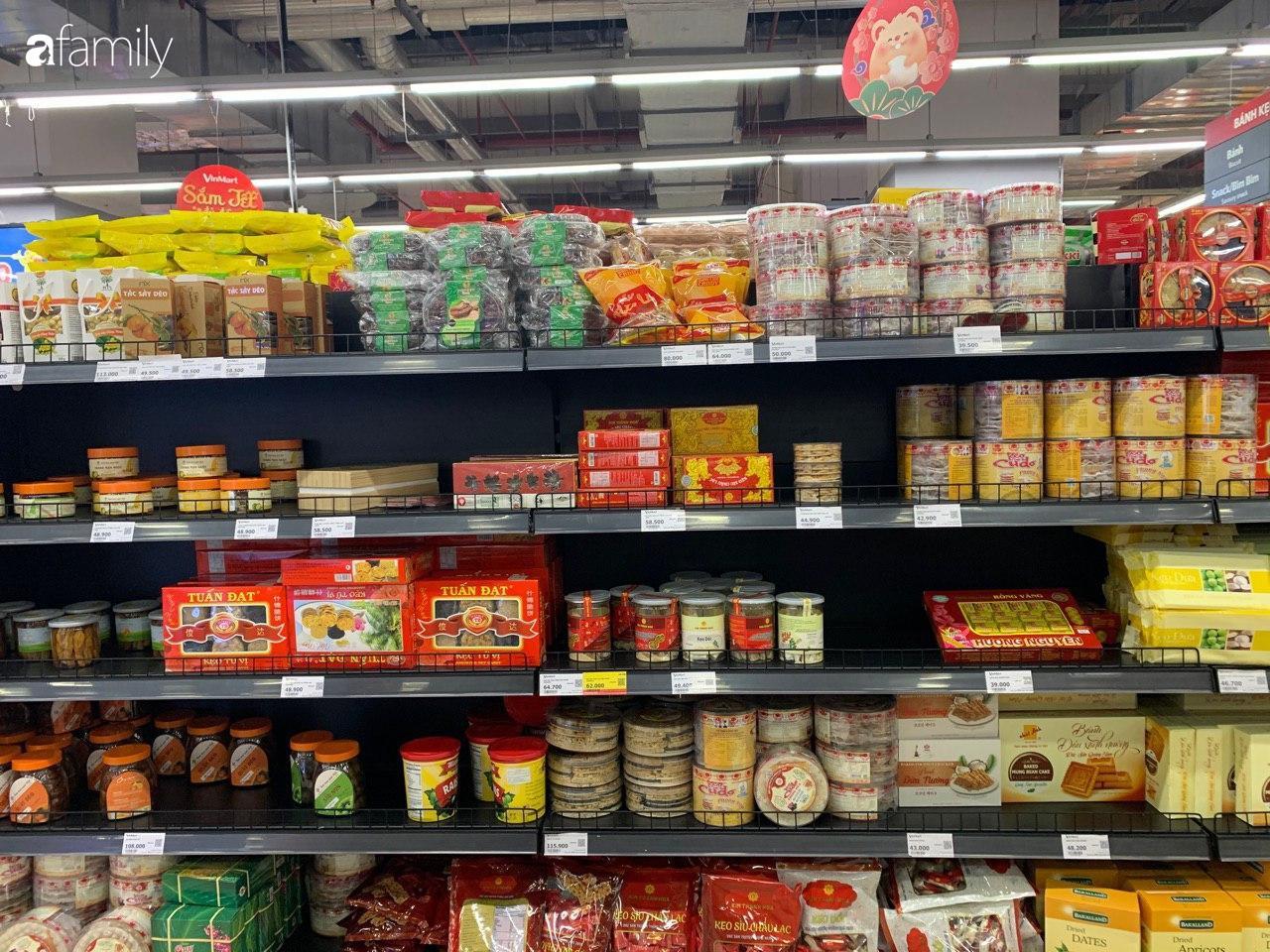 Hà Nội: Siêu thị tan hoang ngày 29 Tết, đồ tươi sống - bánh kẹo đã cháy hàng - 17