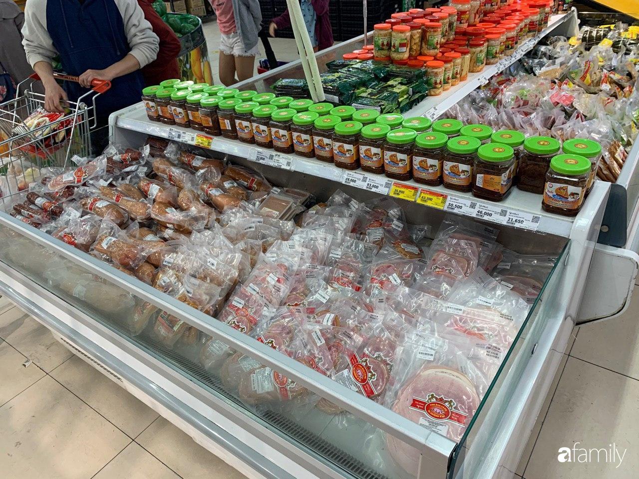 Hà Nội: Siêu thị tan hoang ngày 29 Tết, đồ tươi sống - bánh kẹo đã cháy hàng - 12