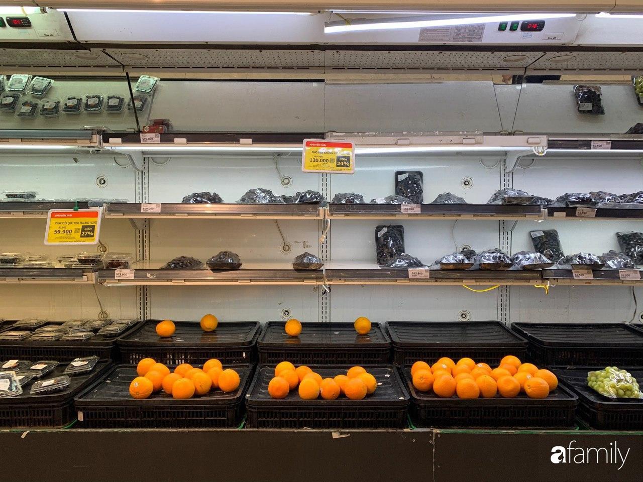 Hà Nội: Siêu thị tan hoang ngày 29 Tết, đồ tươi sống - bánh kẹo đã cháy hàng - 5
