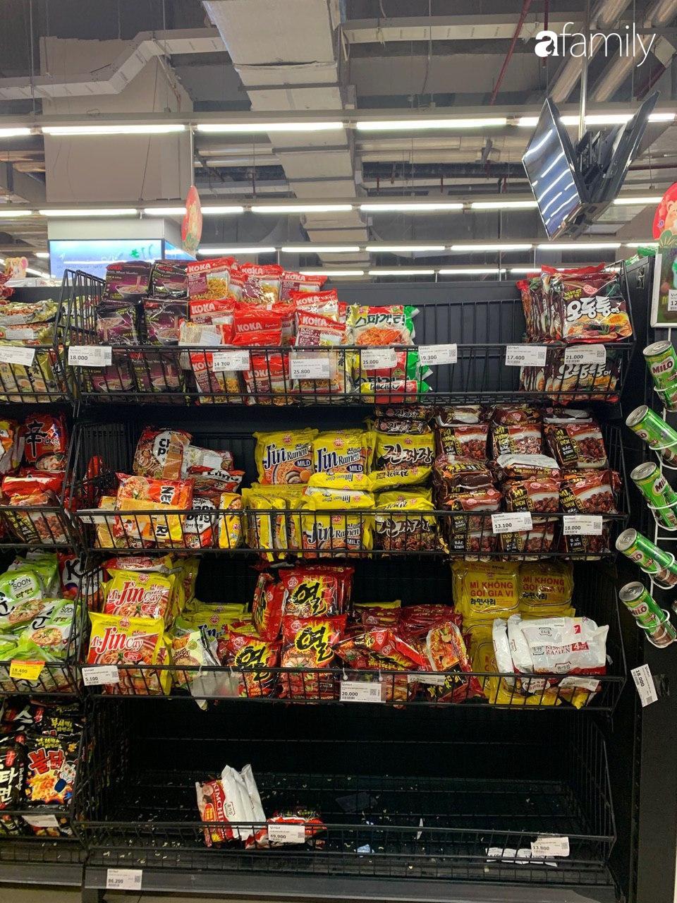 Hà Nội: Siêu thị tan hoang ngày 29 Tết, đồ tươi sống - bánh kẹo đã cháy hàng - 8