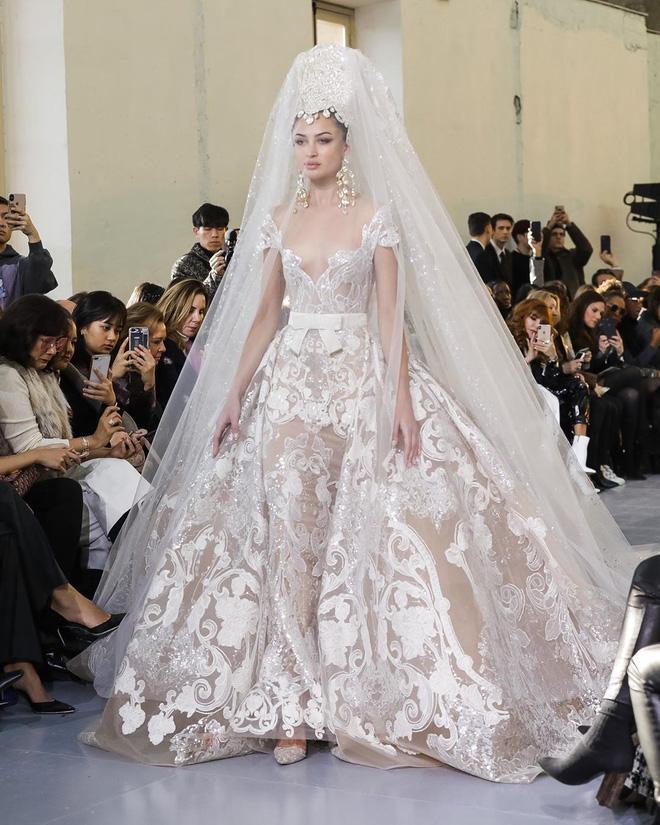 Vương giả, lộng lẫy choáng ngợp, đây chính là chiếc váy khiến hội chị em xuýt xoa: Váy cưới trong mơ của Mị đây rồi! - Ảnh 5.