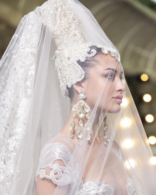 Vương giả, lộng lẫy choáng ngợp, đây chính là chiếc váy khiến hội chị em xuýt xoa: Váy cưới trong mơ của Mị đây rồi! - Ảnh 4.