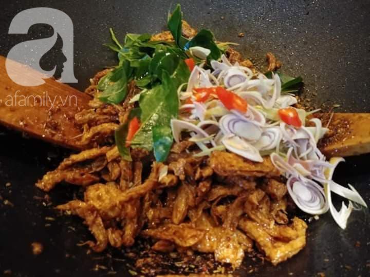 """Blogger Liên Ròm chia sẻ cách làm khô """"gà"""" lá chanh chay ngon lành tiếp khách Tết này - Ảnh 6."""