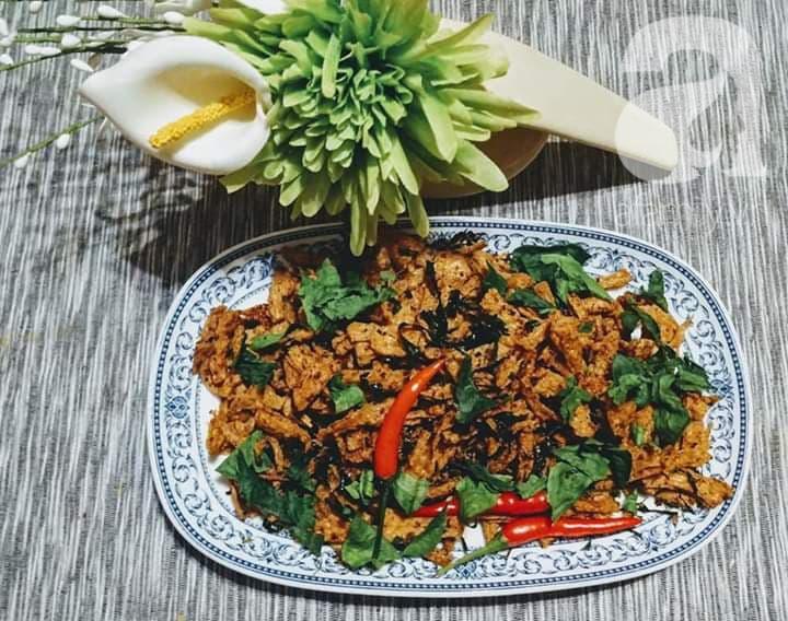"""Blogger Liên Ròm chia sẻ cách làm khô """"gà"""" lá chanh chay ngon lành tiếp khách Tết này - Ảnh 8."""