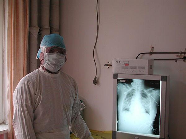 Bác sĩ nổi tiếng Trung Quốc tiết lộ lí do bản thân nhiễm virus Vũ Hán dù đã vô cùng cẩn trọng và đeo khẩu trang N95 - Ảnh 3.