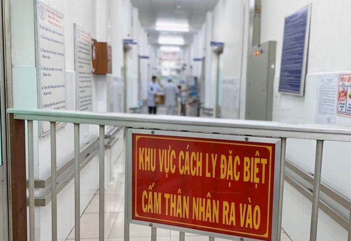 Hai người Trung Quốc nhiễm virus corona mới đi trên chuyến bay, chuyến tàu nào? - Ảnh 1.