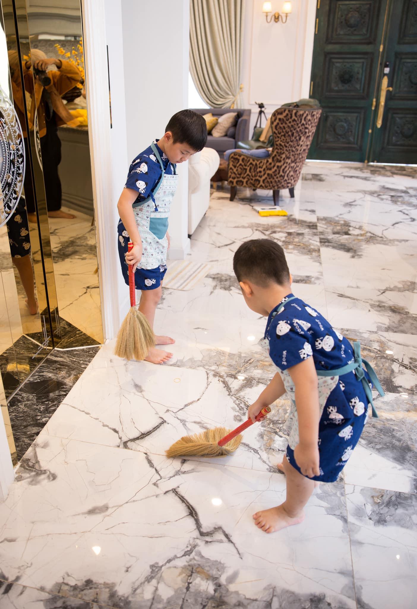 """Gia đình Đăng Khôi - Thủy Anh khoe ảnh du xuân hạnh phúc nhưng biểu cảm """"mất sổ gạo"""" của cậu út mới hài hước - Ảnh 5."""