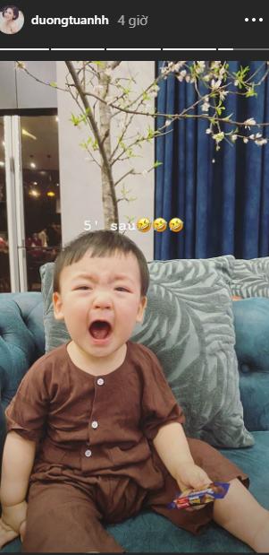 Á hậu Tú Anh khoe khoảnh khắc con trai vừa khóc vừa cười siêu đáng yêu đêm Giao thừa - Ảnh 3.