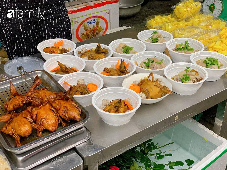 """30 Tết: Chợ Hàng Bè """"thất thủ"""" người người chen chúc vào hàng gà luộc và các quầy đồ ăn chế biến sẵn - Ảnh 12."""