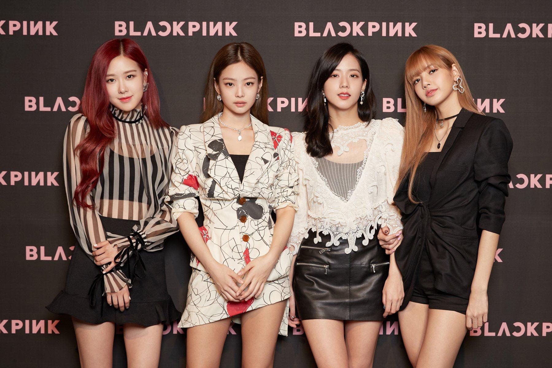 Chuẩn bị đón năm Canh Tý, 4 cô nàng Black Pink cũng xinh đẹp trong những bộ hanbook truyền thống - Ảnh 1.