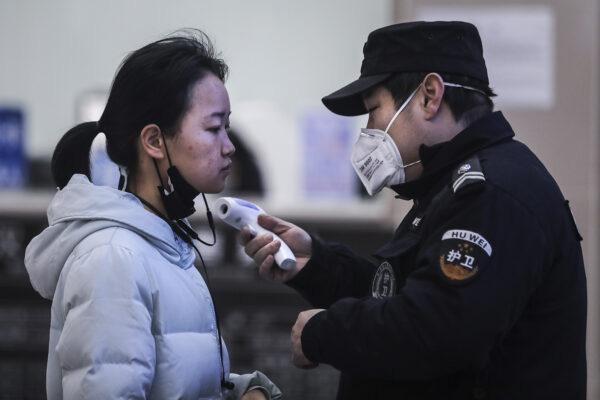 Cơn ác mộng của một gia đình có người chết vì virus corona: 5 thành viên khác cùng đổ bệnh và nỗi sợ hãi bao trùm thành phố Vũ Hán - Ảnh 1.