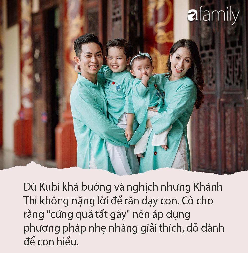 """Kubi nhà Khánh Thi được bố mẹ dạy cách nhận lì xì cực khéo, nhưng cậu bé chúc Tết khiến Phan Hiển cũng sửng sốt """"Sao con khôn quá vậy?"""" - Ảnh 3."""