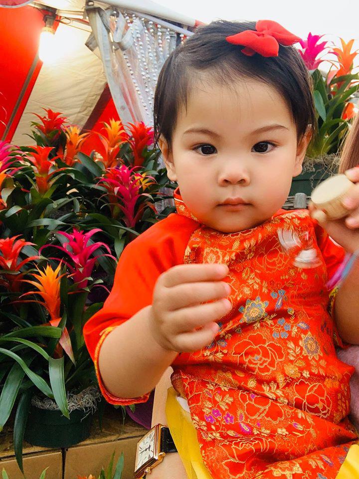 Dù giàu có và nổi tiếng nhưng rất nhiều sao Việt vẫn giữ phong tục đáng quý này cho con, Mùng 1 Tết ai cũng rực rỡ - Ảnh 17.
