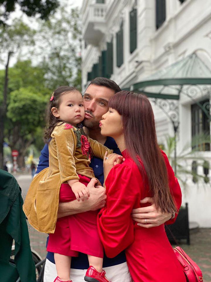 Dù giàu có và nổi tiếng nhưng rất nhiều sao Việt vẫn giữ phong tục đáng quý này cho con, Mùng 1 Tết ai cũng rực rỡ - Ảnh 3.