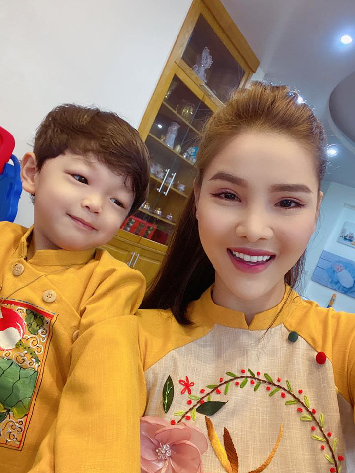 Dù giàu có và nổi tiếng nhưng rất nhiều sao Việt vẫn giữ phong tục đáng quý này cho con, Mùng 1 Tết ai cũng rực rỡ - Ảnh 8.