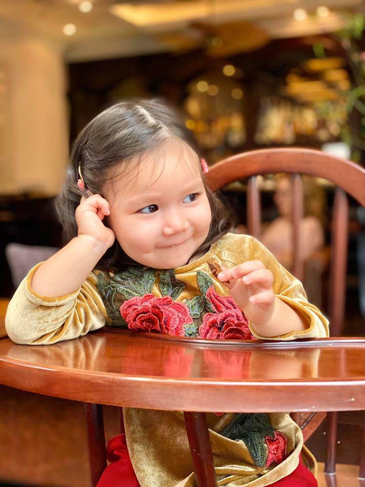 Dù giàu có và nổi tiếng nhưng rất nhiều sao Việt vẫn giữ phong tục đáng quý này cho con, Mùng 1 Tết ai cũng rực rỡ - Ảnh 4.