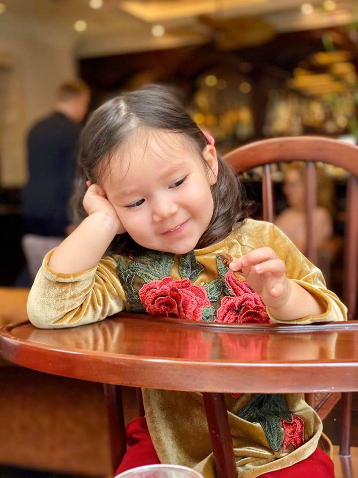 Dù giàu có và nổi tiếng nhưng rất nhiều sao Việt vẫn giữ phong tục đáng quý này cho con, Mùng 1 Tết ai cũng rực rỡ - Ảnh 5.