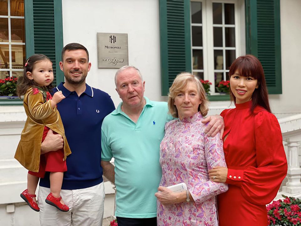 Dù giàu có và nổi tiếng nhưng rất nhiều sao Việt vẫn giữ phong tục đáng quý này cho con, Mùng 1 Tết ai cũng rực rỡ - Ảnh 7.