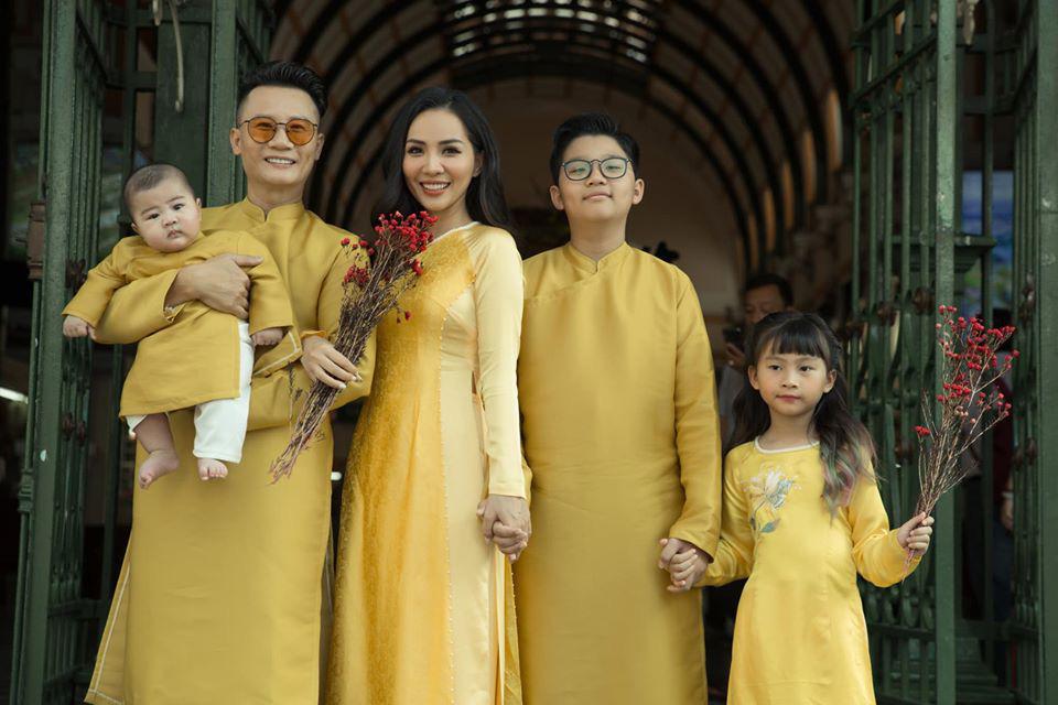 Dù giàu có và nổi tiếng nhưng rất nhiều sao Việt vẫn giữ phong tục đáng quý này cho con - Ảnh 1.