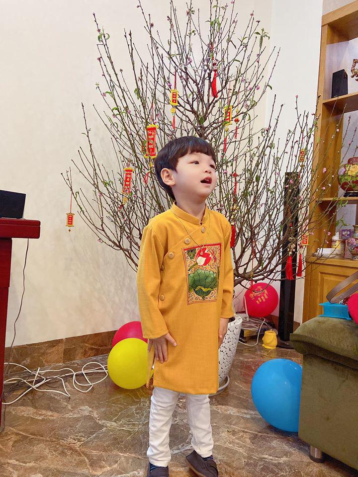 Dù giàu có và nổi tiếng nhưng rất nhiều sao Việt vẫn giữ phong tục đáng quý này cho con, Mùng 1 Tết ai cũng rực rỡ - Ảnh 9.