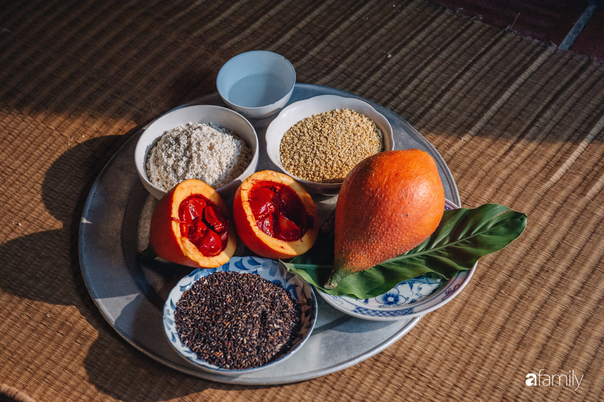 Bánh chưng, bánh tét - tinh hoa nghìn năm lúa nước trên bàn thờ Việt và những biến thể duyên dáng thời hiện đại - Ảnh 24.