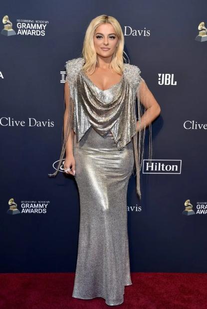 """Grammy 2020 chưa chính thức diễn ra, bữa tiệc trước thềm sự kiện đã khiến dân tình """"ngộp thở"""" vì màn sờ ngực sỗ sàng của ông xã Cardi B - Ảnh 12."""