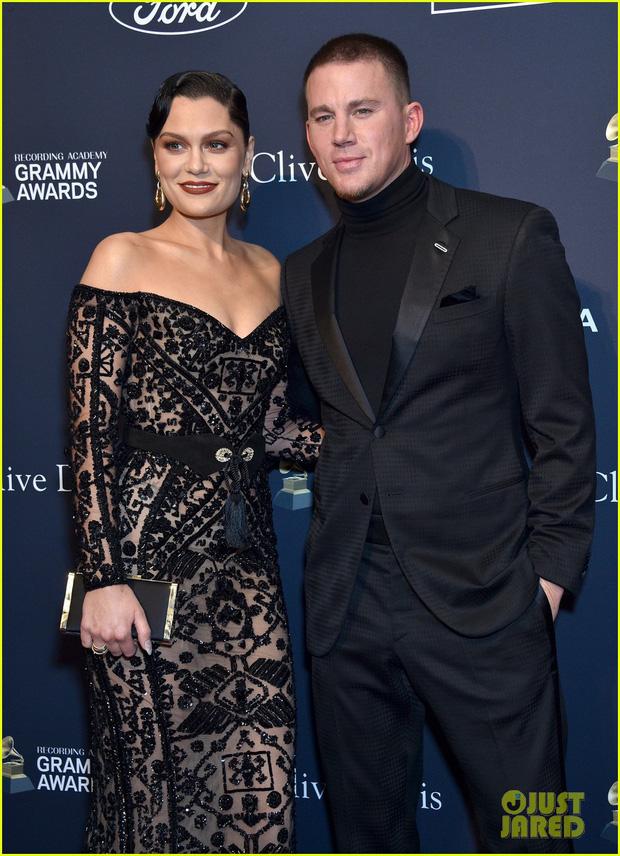 """Grammy 2020 chưa chính thức diễn ra, bữa tiệc trước thềm sự kiện đã khiến dân tình """"ngộp thở"""" vì màn sờ ngực sỗ sàng của ông xã Cardi B - Ảnh 7."""