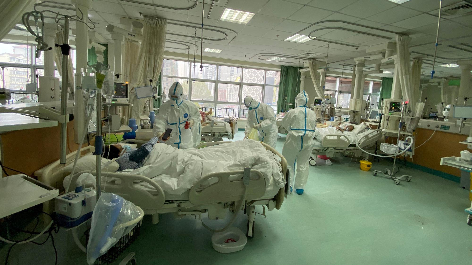 Ca nhiễm virus corona đầu tiên không hề liên quan đến chợ hải sản Vũ Hán, các nhà khoa học Trung Quốc tiết lộ đáng sợ về rủi ro lây nhiễm của loại virus này - Ảnh 1.