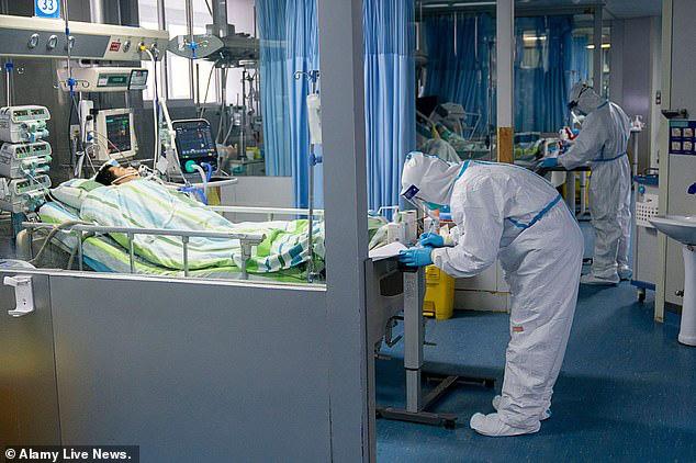Bác sĩ nổi tiếng Trung Quốc cảnh báo virus corona có thể lây truyền qua MẮT: Đeo khẩu trang nhưng quên đeo kính hoàn toàn có thể nhiễm bệnh - Ảnh 8.