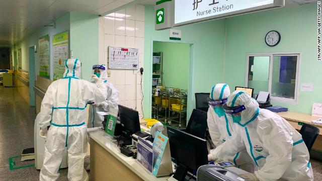 """Nữ y tá ở Vũ Hán thừa nhận có hàng chục nhân viên y tế nhiễm virus corona và những chia sẻ về hoàn cảnh khó khăn tại  """"ổ dịch"""" - Ảnh 1."""