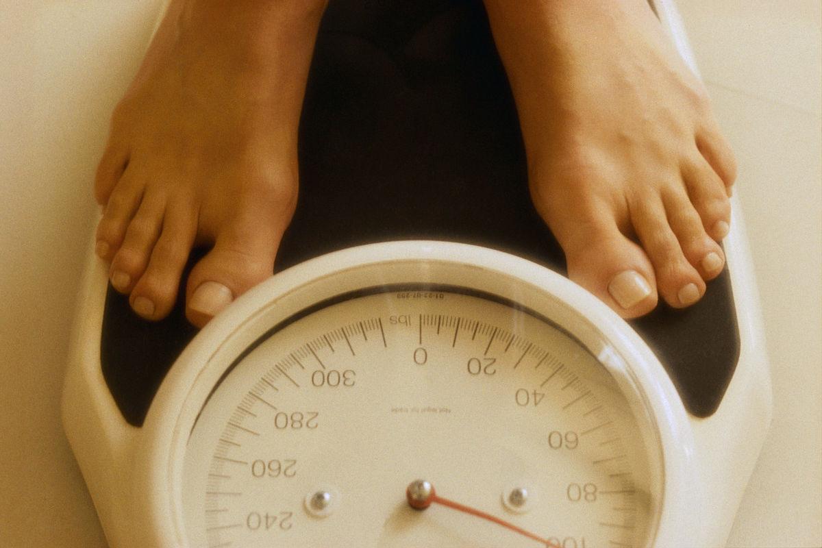 """Món ăn ngày Tết mà nhà nào cũng có: """"Buồn mồm"""" lại ăn cả vốc, tưởng ăn là giảm cân nhưng lại tăng cân khó lường - Ảnh 3."""