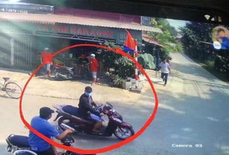 Camera ghi lại hình ảnh kẻ nổ súng khiến 4 người tử vong, 1 người bị thương ở Sài Gòn - Ảnh 1.