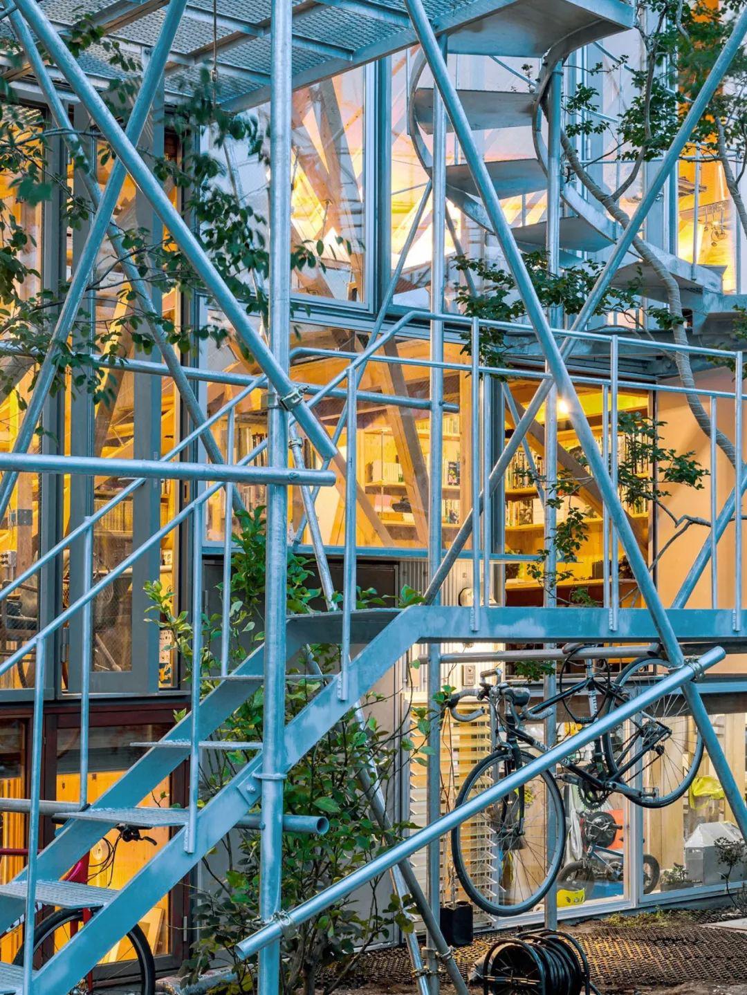 Mua mảnh đất ở khu nhà giàu, gia đình ba thế hệ thiết kế ngôi nhà đặc biệt chỉ toàn ánh sáng và cây xanh ở Nhật Bản - Ảnh 19.
