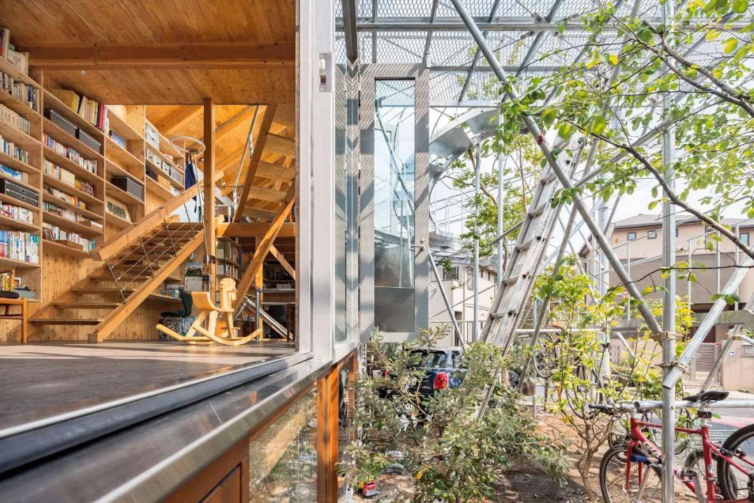 Mua mảnh đất ở khu nhà giàu, gia đình ba thế hệ thiết kế ngôi nhà đặc biệt chỉ toàn ánh sáng và cây xanh ở Nhật Bản - Ảnh 16.