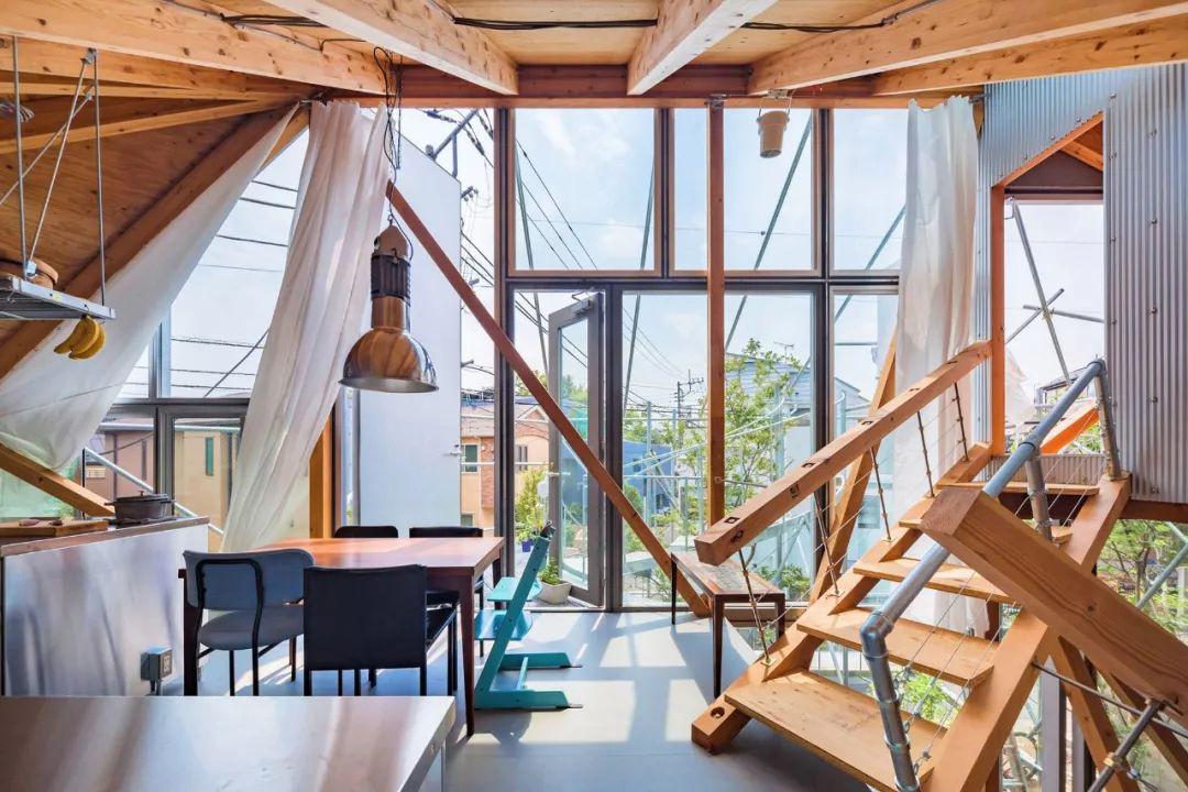 Mua mảnh đất ở khu nhà giàu, gia đình ba thế hệ thiết kế ngôi nhà đặc biệt chỉ toàn ánh sáng và cây xanh ở Nhật Bản - Ảnh 9.