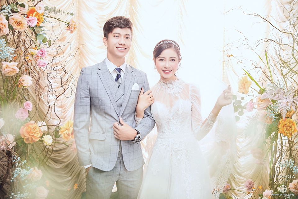 Cô dâu Nhật Linh gặp sự cố với váy cưới 600 triệu, chú rể Văn Đức và người thân phải cật lực giúp  - Ảnh 4.