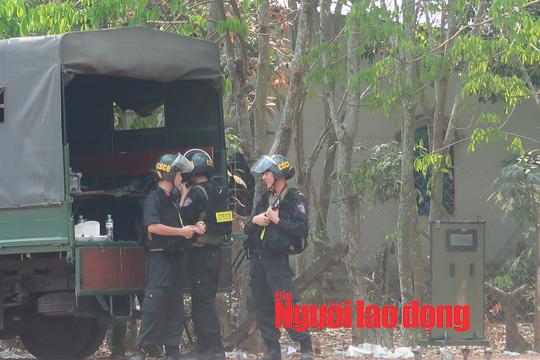 CLIP: Lực lượng cơ động bố ráp ở Củ Chi bắt kẻ nổ súng làm 5 người chết - Ảnh 5.