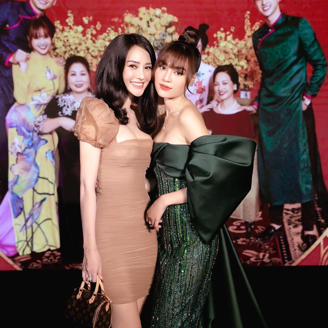 """Đụng váy cùng Ngọc Trinh, Linh Chi mất điểm với kiểu tóc như """"xuyên không"""" từ 10 năm trước - Ảnh 1."""