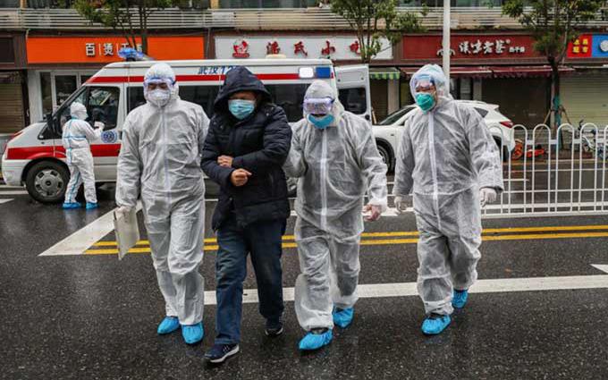 """Cảnh báo nguy hiểm về khả năng lây lan của virus corona: Lây từ người sang người chỉ trong vòng 15 phút, virus có thể """"bay"""" tới 2m"""