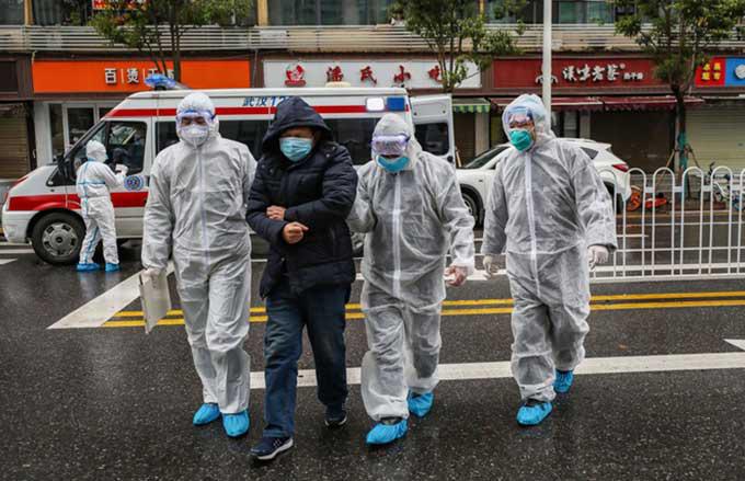 """Cảnh báo nguy hiểm về khả năng lây lan của virus corona: Lây từ người sang người chỉ trong vòng 15 phút, virus có thể """"bay"""" tới 2m - Ảnh 1."""