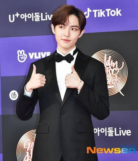 Thảm đỏ Golden Disc Awards lần thứ 34: Momo (TWICE) xuất hiện xinh đẹp và rạng rỡ sau khi công khai hẹn hò đàn anh Heechul (Super Junior) - Ảnh 9.